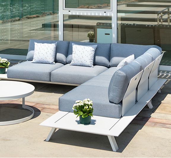 NEVERLAND - Sofá y diván de exterior, mesa cerámica, silla en plástico